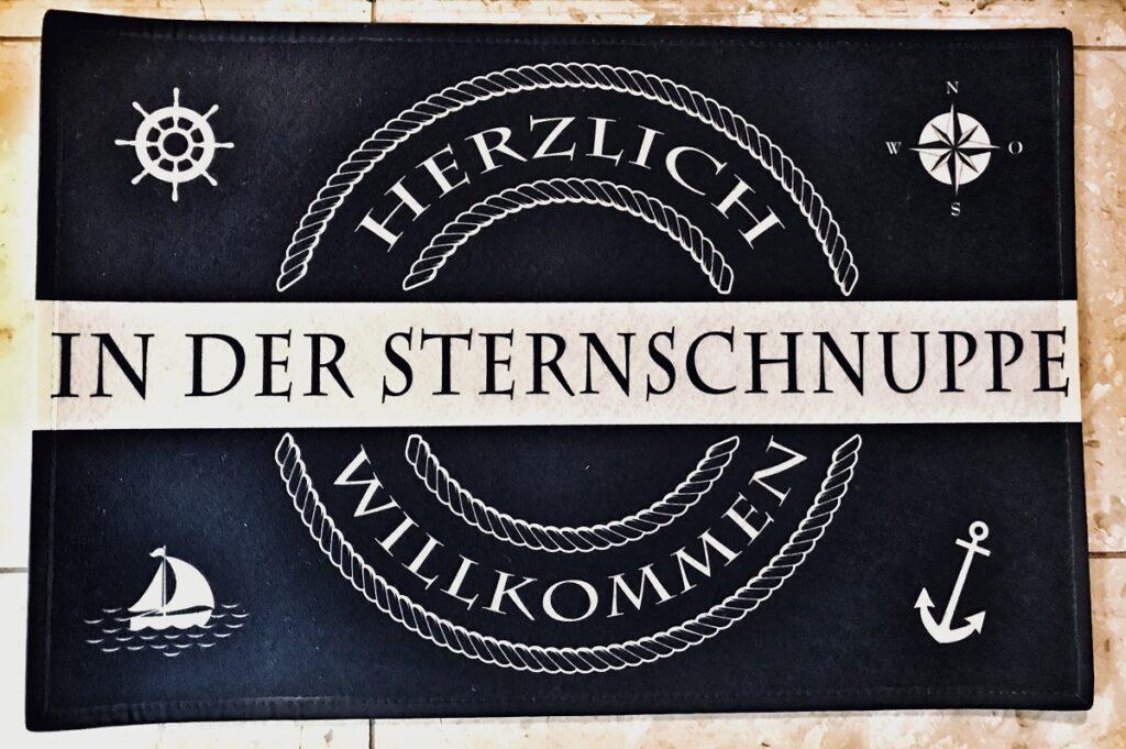 Teppich am Eingang mit Begrüßung Herzlich willkommen in der Sternschnuppe